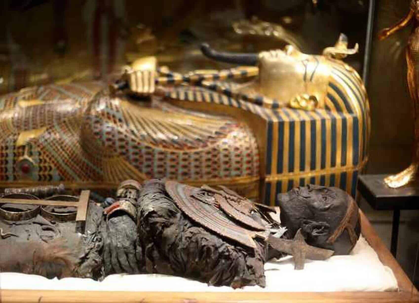 TUTANKHAMUN  EXHIBITION & ST PANCRAS TOUR